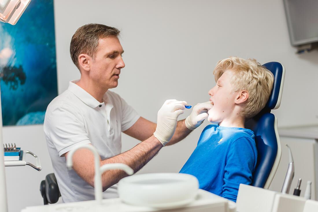 Kieferorthopäde Troisdorf - Pfalzgraf - Leistungen - Zahnregulierung bei Kindern und Jugendlichen