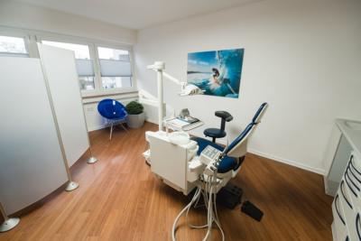 Kieferorthopäde Troisdorf - Pfalzgraf - ein Behandlungsstuhl in unserer Praxis